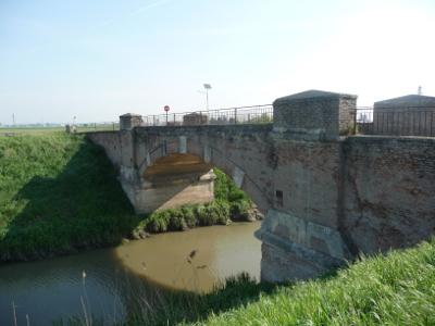 """""""Il Diversivo"""": sostegno edificato dai veneziani nel 1791 come opera idraulica per deviare una parte delle acque del fiume Adige"""