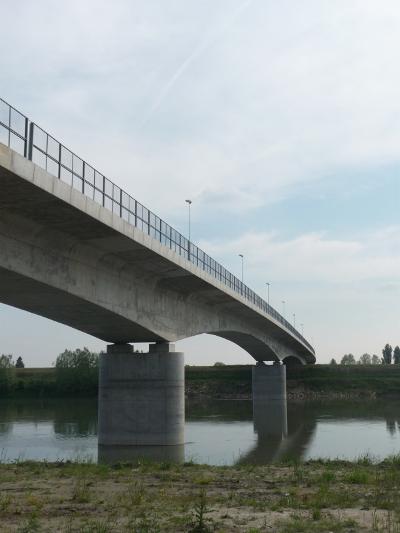 Il nuovo ponte intitolato a Romano – Posa, che scavalca il fiume Adige