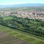 """Vista dall'alto del paese di Bovolone con in primo piano il parco """"Valle del Menago"""""""